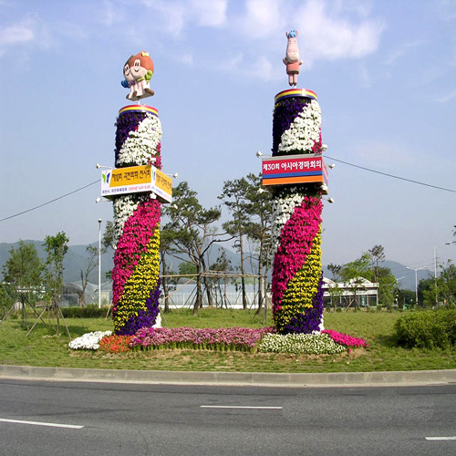 페튜니와 메리골드를 이용한 꽃탑